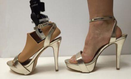 Crean prótesis que se adapta a zapatos con tacón