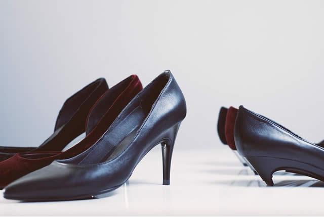zapatos con tacón ajustable automático