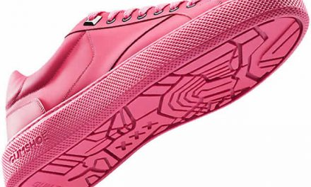 Crean zapatos con suelas hechas de chicles reciclados